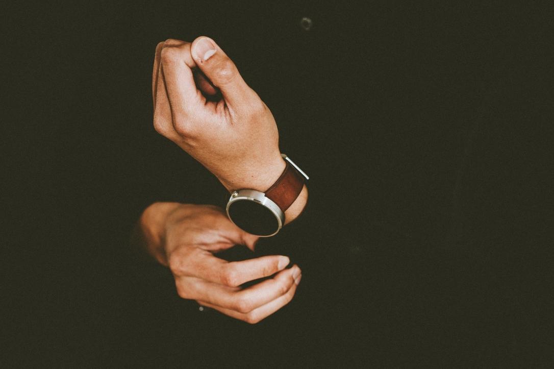 hands-1866619_1920